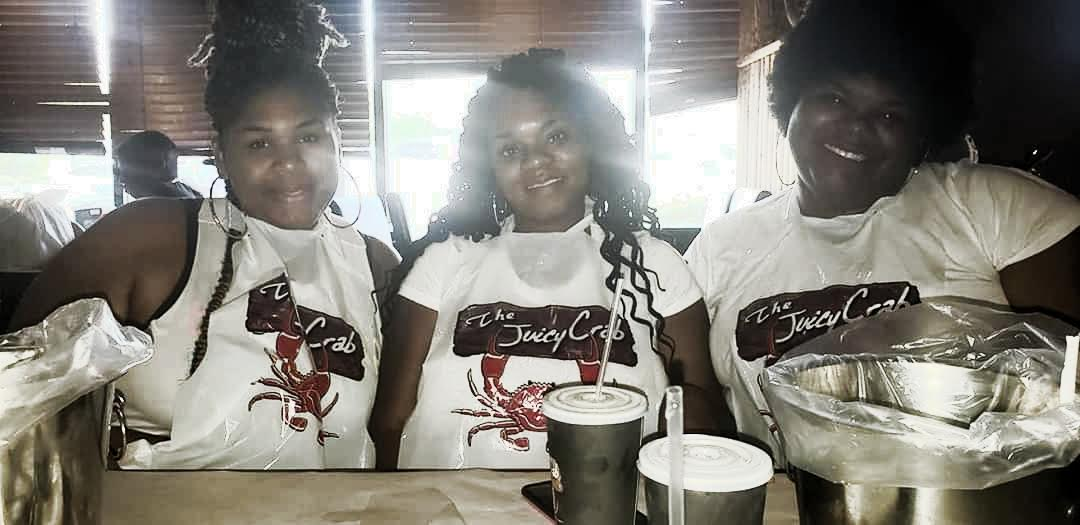 Women at the Juicy crab in Atlanta GA for a weekend girls getaway